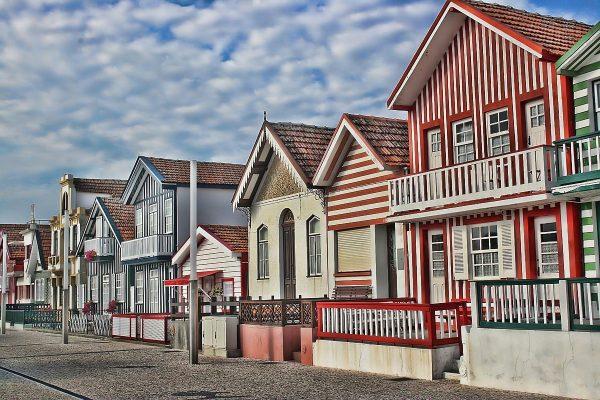 o colorido das casas da Costa Nova