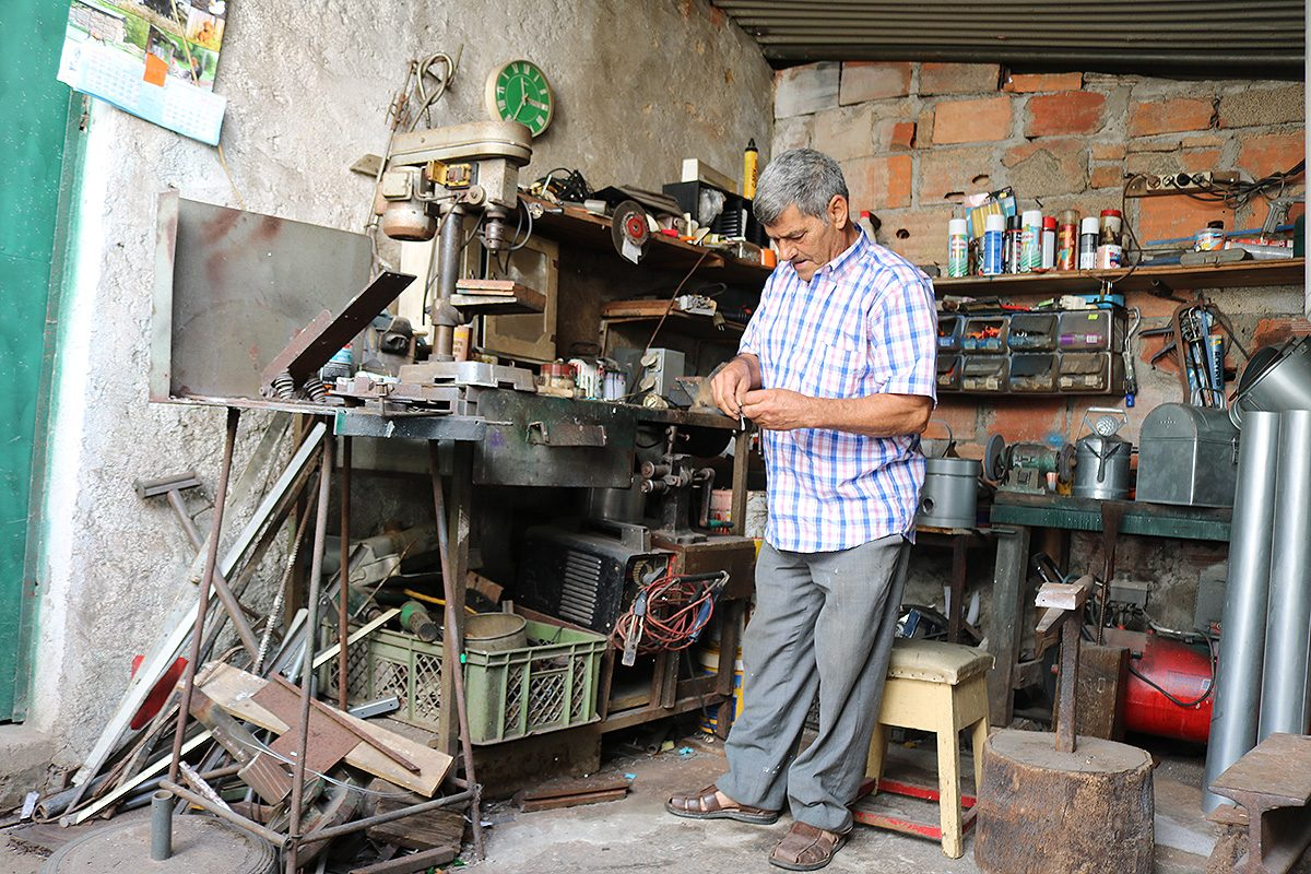 Manuel Infante trabalha em casa