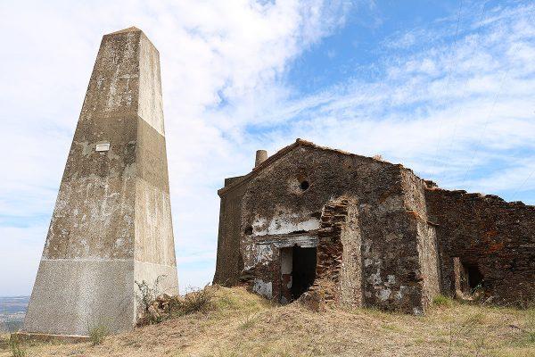 A Serra D Ossa tem 653 metros