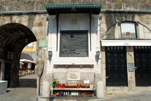 Alminhas da Ponte - Cais da Ribeira, Porto