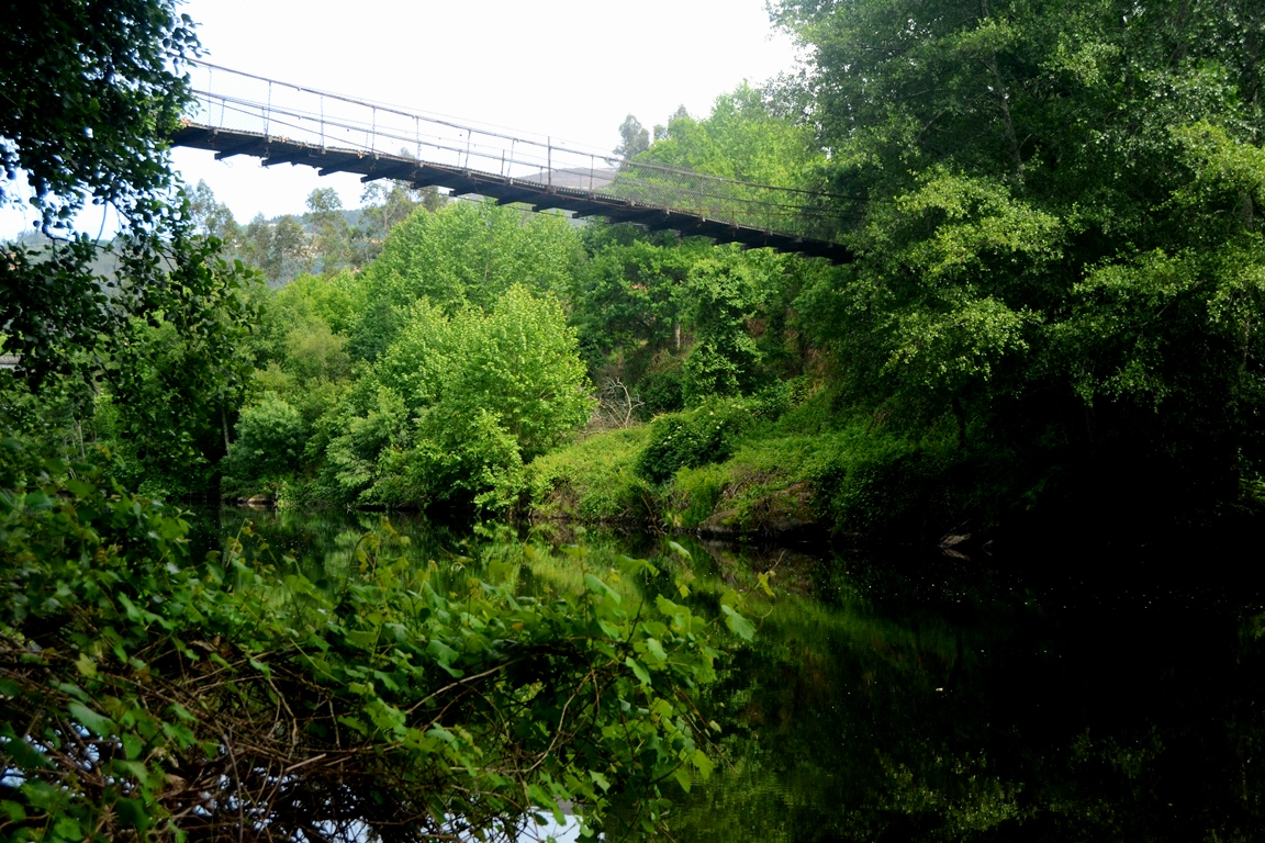 A ponte de arame sobre o Tâmega