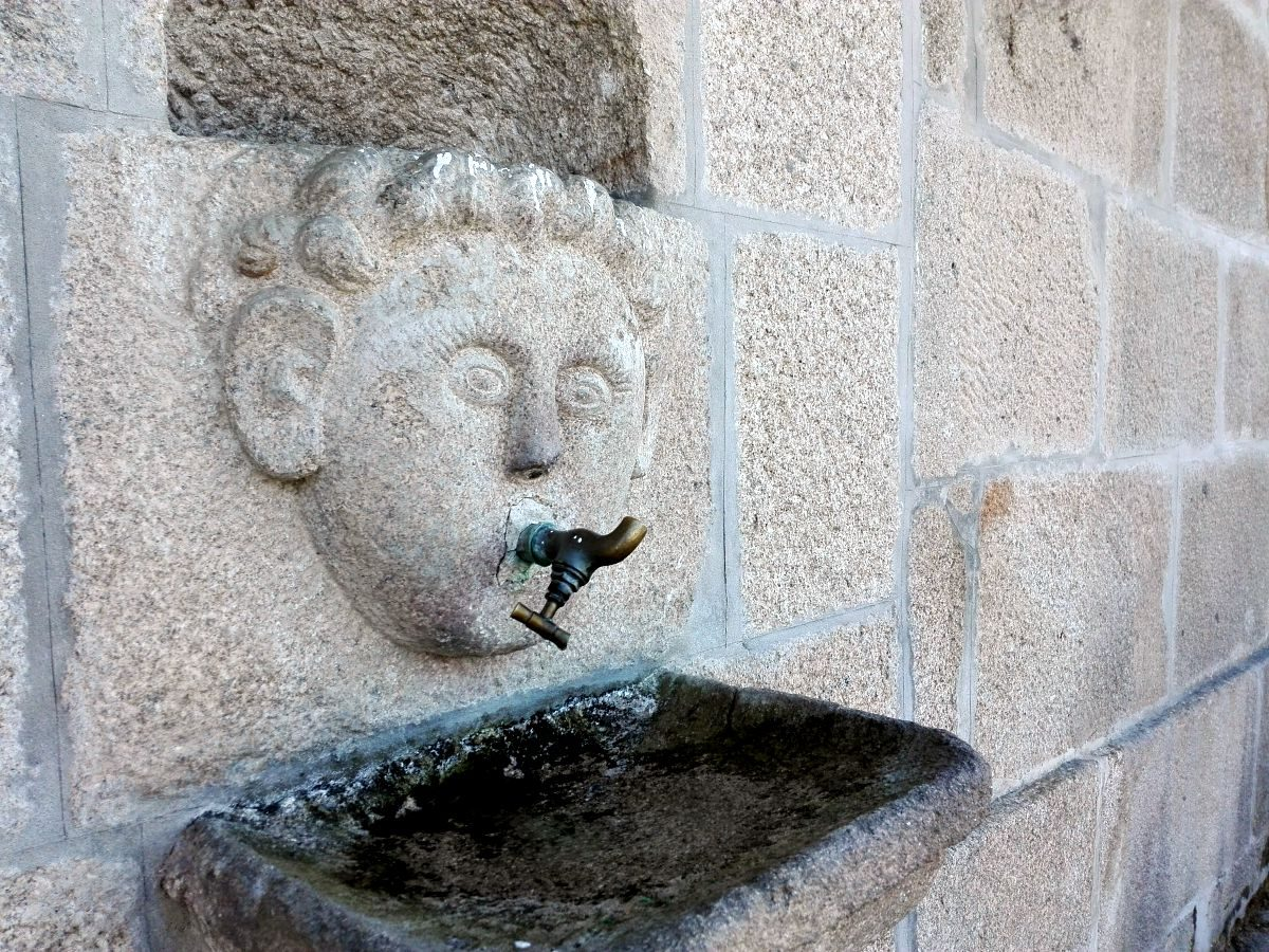 A fonte na Igreja de S. João Batista
