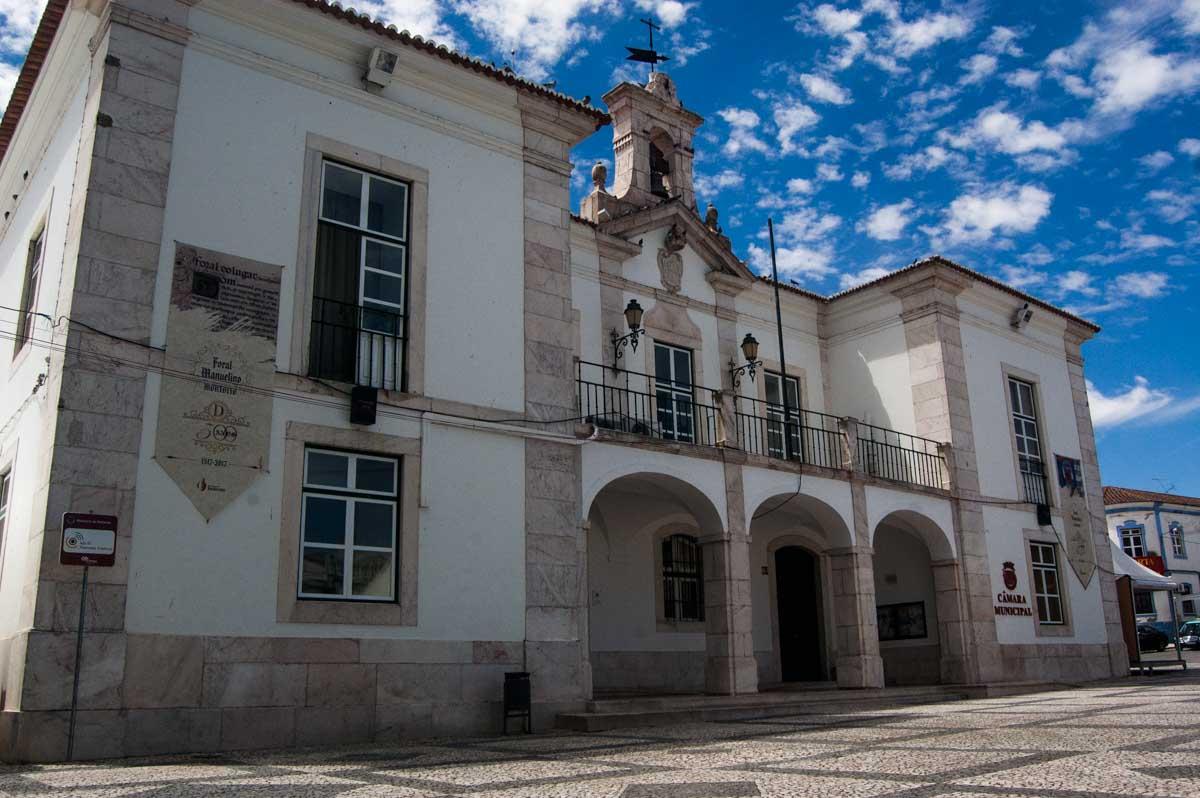 Edifício da Câmara Municipal de Redondo foi desenhado por Manuel da Maia