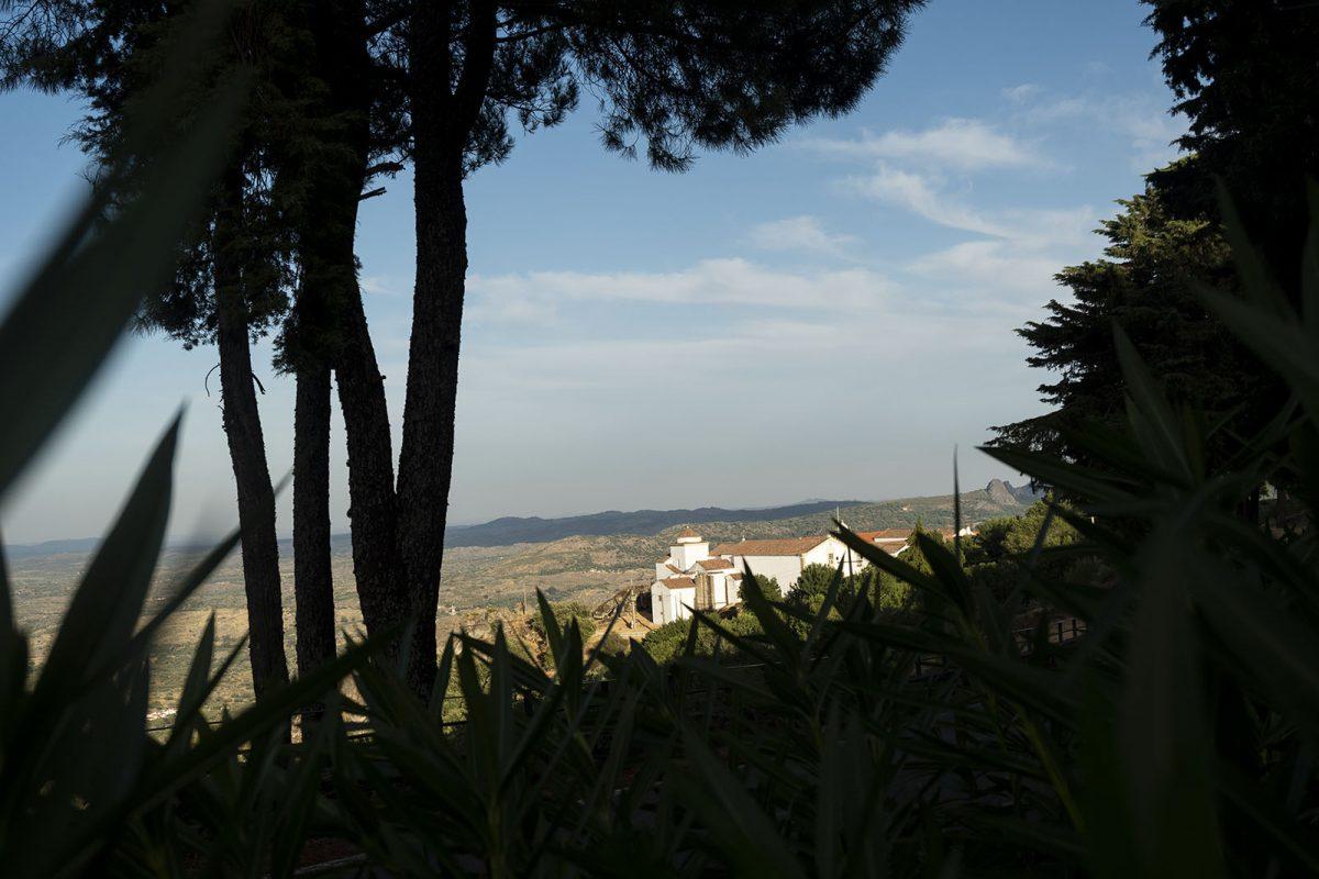 O convento e o horizonte, a partir da muralha de Marvão