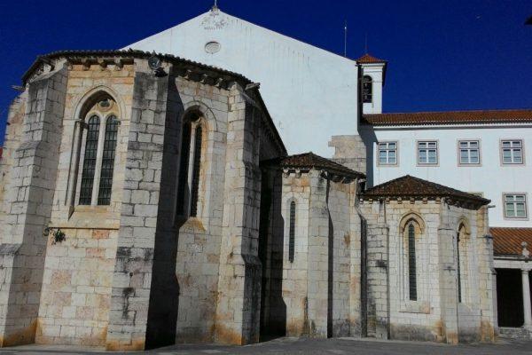 Mosteiro mandado construir por D. Dinis