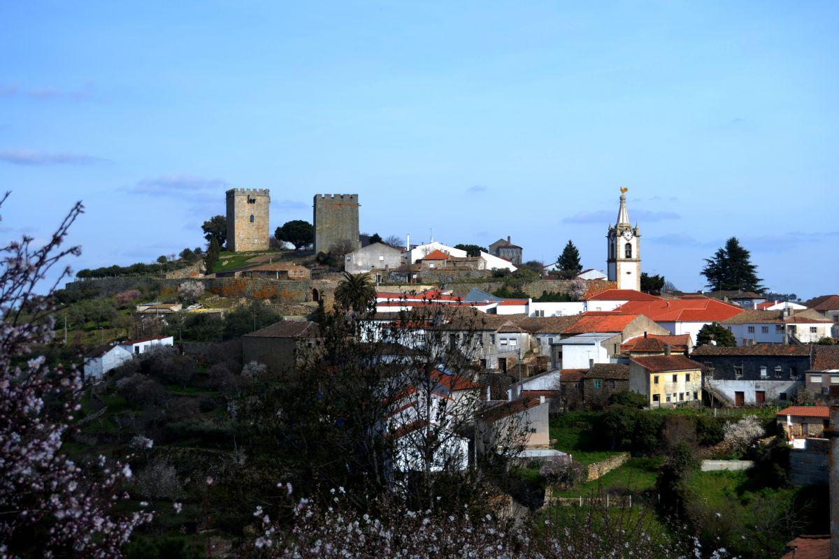 O castelo, a torre e os solares