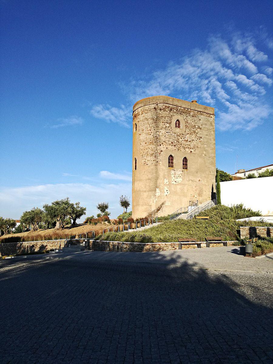 Houve petições e impostos para a construção da torre