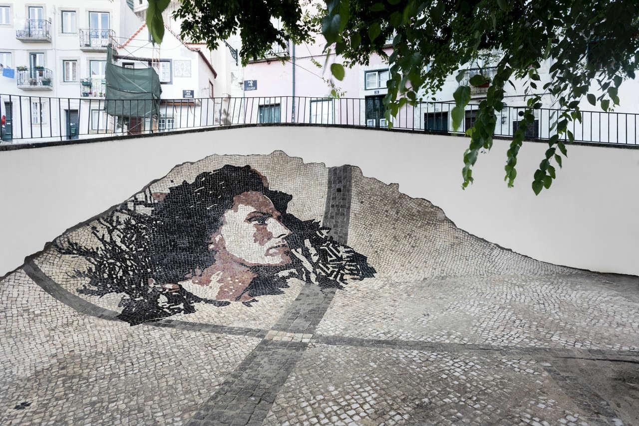 """""""Calçada"""" está na Rua de São Tomé"""