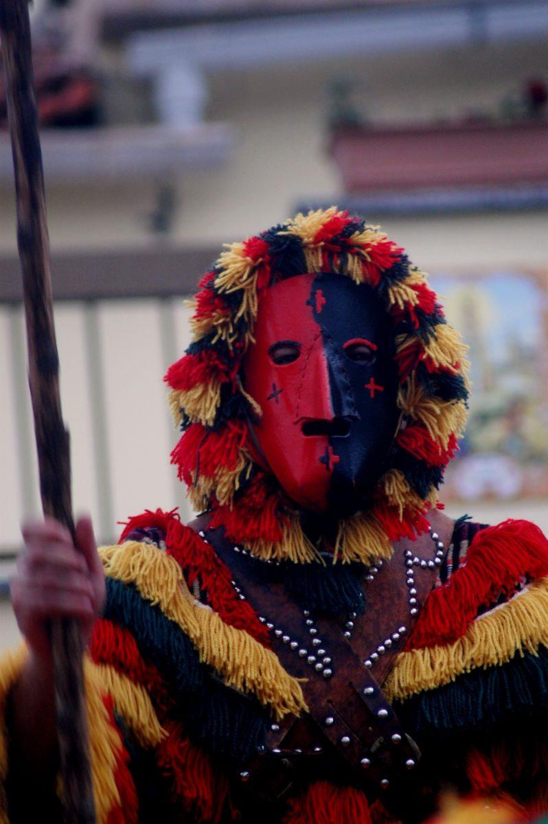 Vermelho e negro são as cores tradicionais das máscaras