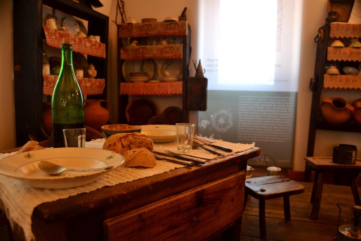 A cozinha e o quarto, os principais espaços da casa