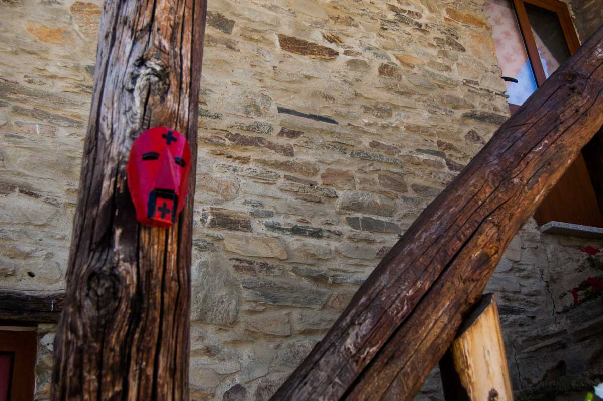 A máscara do careto numa casa recuperada
