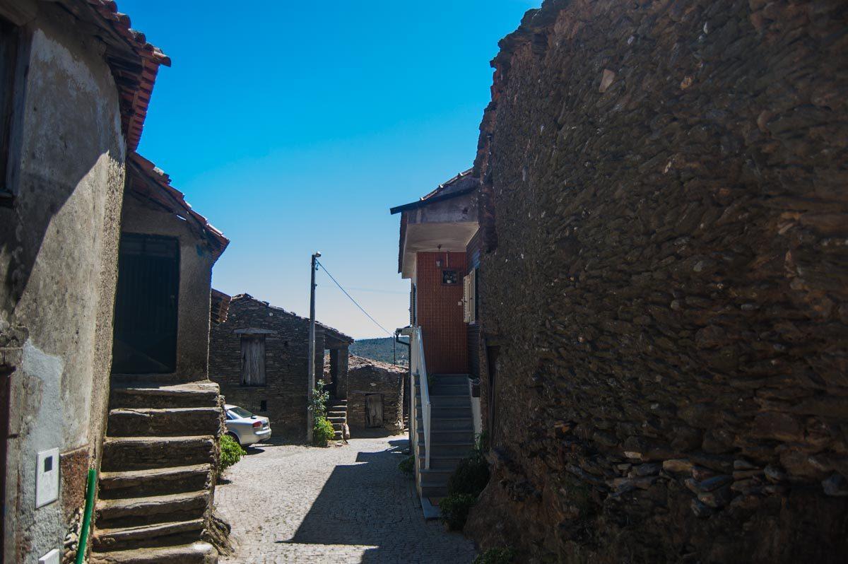 A maior parte das casas rústicas já não é habitada