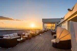 Um hotel ao pé do mar